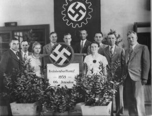 Члены правления иерусалимского отделения НСДАП. Букхальтер - пятый слева