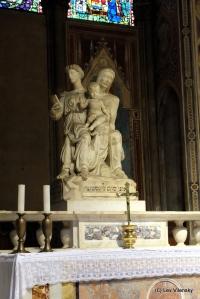 Статуя Марии с Анной и младенцем
